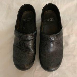 Black Dansko shoe  size 7 .